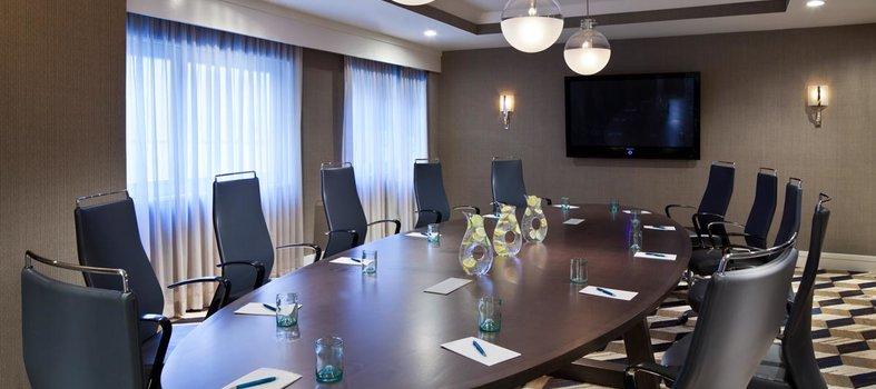 Espacio para reuniones ejecutivas en el Kimpton Hotel Palomar en Washington, DC