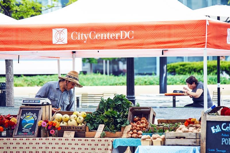 Frische Produkte auf dem CityCenterDC FreshFarm Bauernmarkt - Lokale Bauernmärkte in Washington, DC