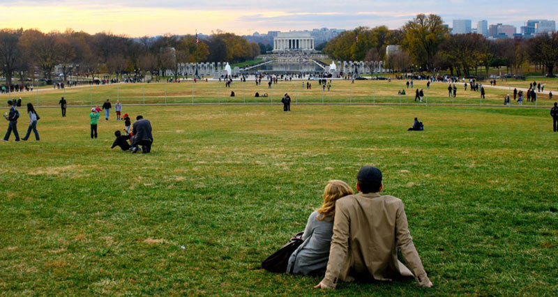 Couple on the National Mall looking at the Lincoln Memorial - Most romantic spots and landmarks in Washington, DC