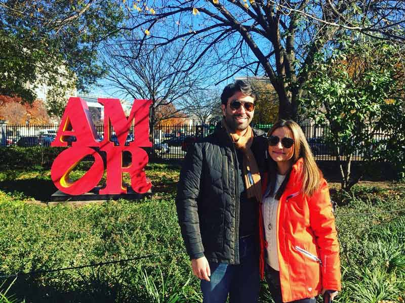 @isaacjuliao - Couple at Robert Indiana's AMOR statue in the NGA Sculpture Garden - Romantic places in Washington, DC