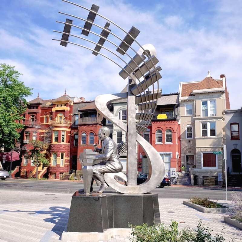 @justinkitsch - Estatua de Duke Ellington cerca del Teatro Howard en Shaw - Puntos de referencia en el barrio de Shaw de DC