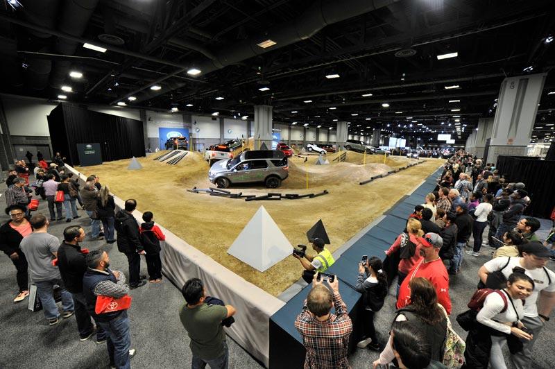 Land Rover Stunt-Parcours auf der Washington Auto Show - Interaktive Indoor-Veranstaltung und Autoshow in Washington, DC