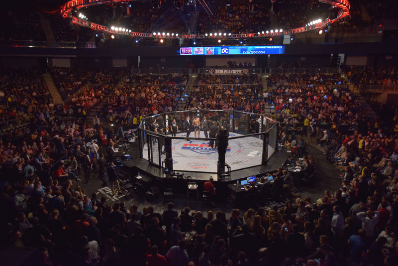 Mixed Martial Arts MMA-Kampf in der Washington, DC Entertainment and Sports Arena im Stadtteil Congress Heights