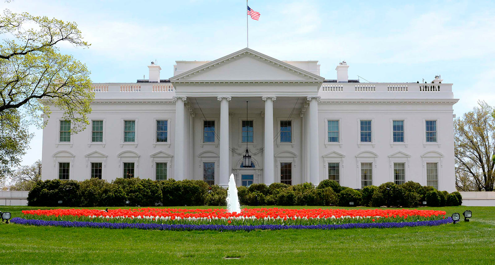 The White House - North Lawn and Entrance - Washington, DC