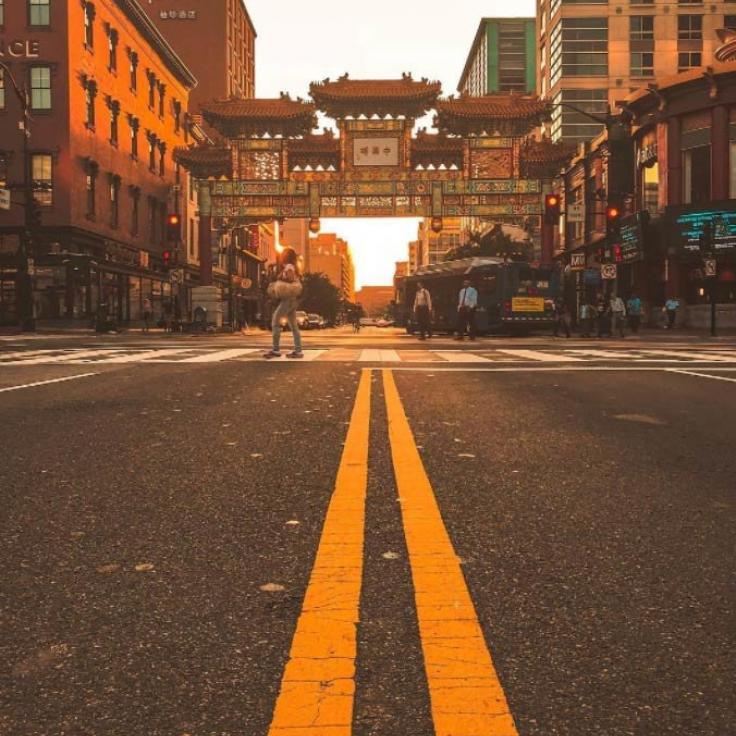 @_chriscruz - Amanecer en Chinatown Friendship Archway - Barrios en Washington, DC
