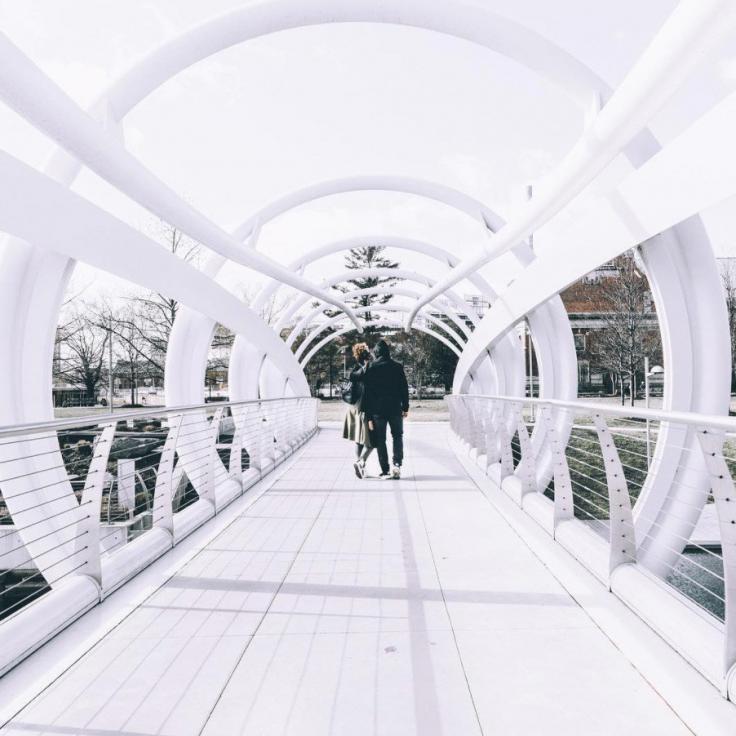 @jon_corleone - Pareja en Yards Park Bridge - Capitol Riverfront