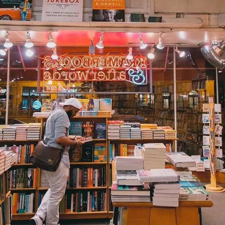 @kramerbooks - Kramerbooks and Afterwords Cafe in Dupont Circle - Unabhängiger Buchladen und Restaurant in Washington, DC