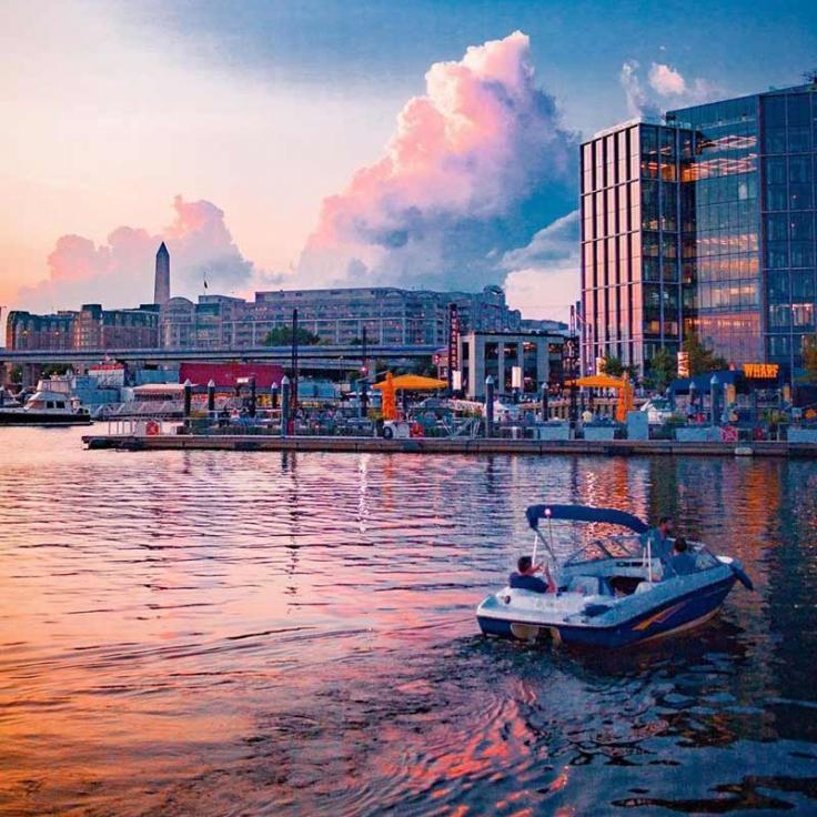 @seanshootsshots - Paseo en bote al atardecer de verano en The Wharf en el Southwest Waterfront - Actividades de verano en Washington, DC