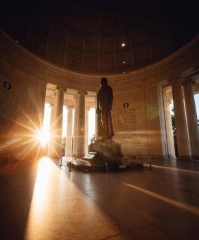 @dccityguy - Sonnenaufgang am Jefferson Memorial in der National Mall in Washington, DC