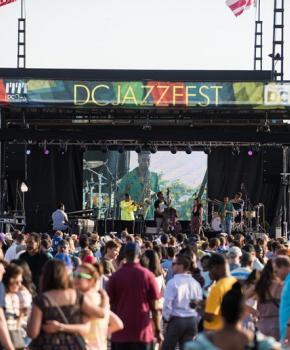 Konzert auf The Wharf während des DC JazzFest - Das Sommerfestival in Washington, DC, das Sie nicht verpassen sollten