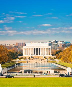 Herbstlaub am Lincoln Memorial in der National Mall - Monumente in Washington, DC