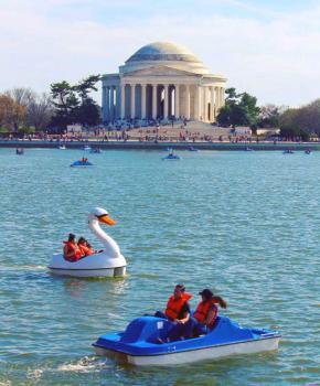 @markeisenhower - Bateaux à aubes Tidal Basin par Jefferson Memorial - Washington, DC