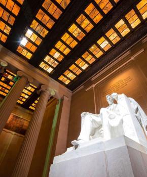 @pearlrough - Lincoln Memorial Statue von Abraham Lincoln - Denkmal auf der National Mall in Washington, DC