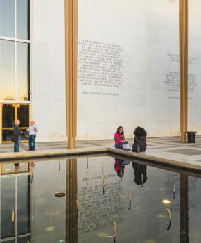 Exterior del Centro John F. Kennedy para las Artes Escénicas - Teatro en Washington, DC