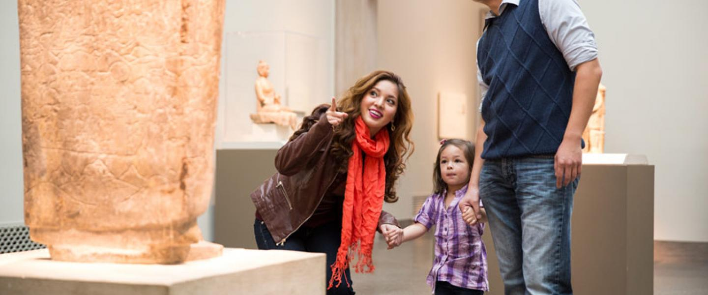 Family at the Smithsonian Freer | Sackler Galleries on the National Mall - Asian Art Museum in Washington, DC
