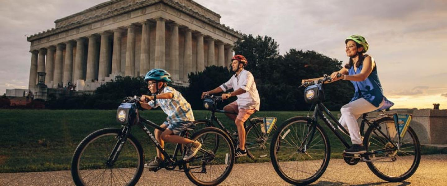 Family on Bike and Roll tour of the National Mall - Family friendly attractions and activities in Washington, DC