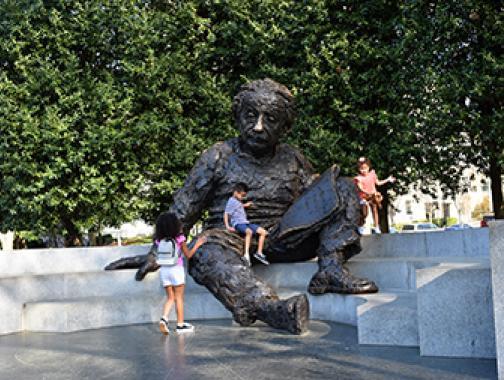 Einstein-Denkmal
