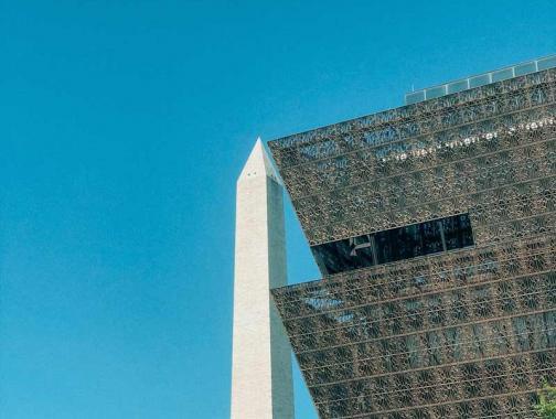 @tinatin_fhl Monumento a Washington y Museo Nacional de Historia y Cultura Afroamericana en el National Mall en Washington, DC